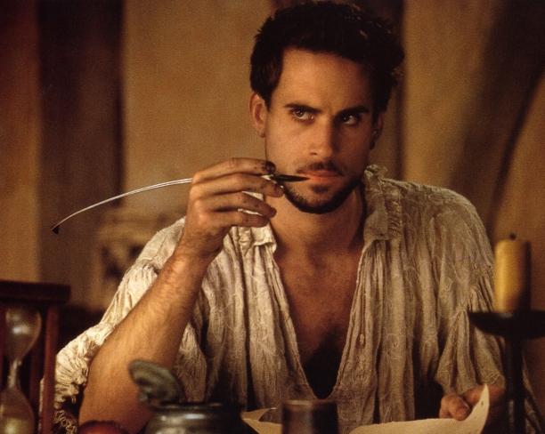ti 16.10. klo 18 Kavin aluesarja Bio Rex John Madden: RAKASTUNUT SHAKESPEARE/Shakespeare in Love (Iso-Britannia 1998). KAVI 35 mm . 119 min. S (suositus K12)
