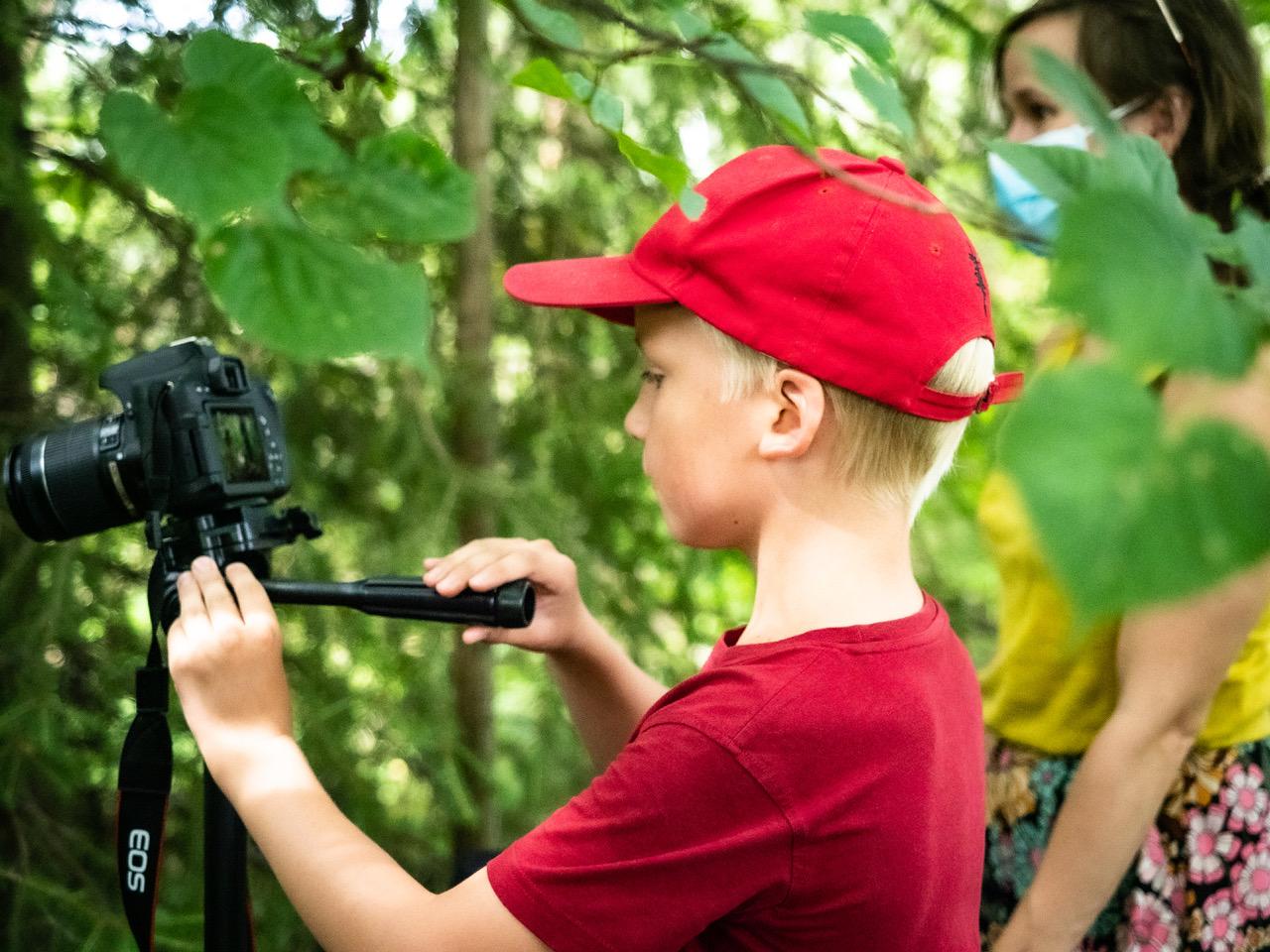 Kino Tavastin, Arxin ja Aimokoulun järjestämällä Rec-elokuvaviikolla kameran takana poika, joka osallistui ensimmäistä kertaa Rec-viikolle. Sää oli aurinkoista, helteistä, t-paita- ja lippalakkikeli.